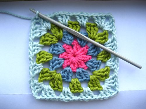 And there you have it :: one Summer Garden Granny Square.