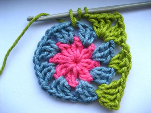 Crochet Basic Granny Square Tutorial : Attic24: Circles to Squares