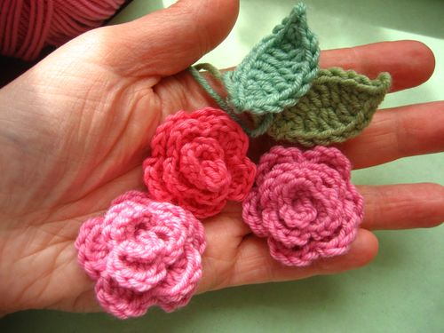 Crochet roses in 9 steps: Free crochet pattern with step by step ... | 375x500
