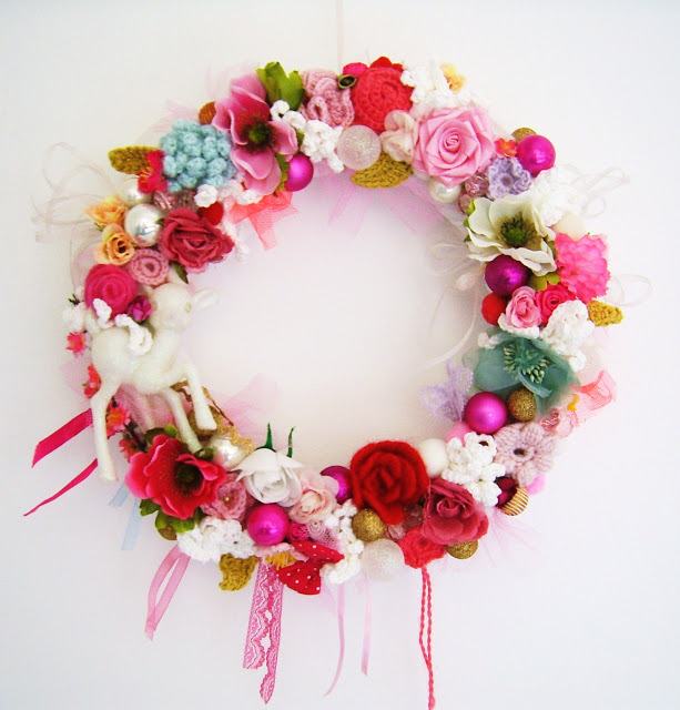 Silly old suitcase wreath1