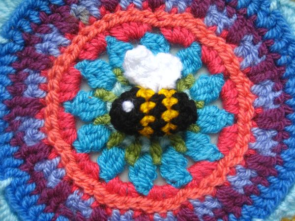 Heimlich the Bee, a Free Crochet Bee Pattern - Morine's Shop | 450x600